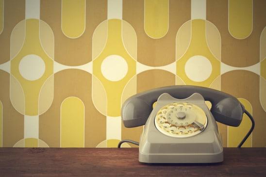 Altes Telefon vor 70er Jahre Tapete